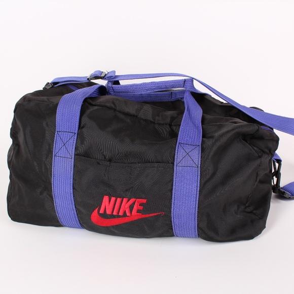 6175fbcb77 Vintage Nike Gym Bag   Duffel Bag. M 5b68d0d5819e90065bf6a1cc
